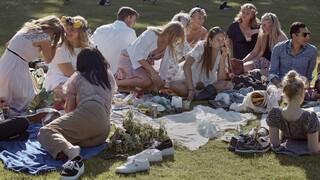 Η Ευρώπη αυστηροποιεί τα μέτρα κατά του κορωνοϊού και η Σουηδία τα χαλαρώνει