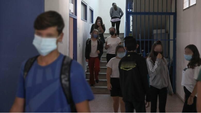 Κορωνοϊός: Μάσκα και την ώρα του διαλείμματος στα «κόκκινα» και «πορτοκαλί» σχολεία