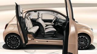 Γιατί οι Ιταλοί πρόσθεσαν μια επιπλέον πόρτα στο καινούργιο ηλεκτρικό Fiat 500;
