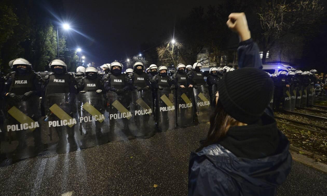 https://cdn.cnngreece.gr/media/news/2020/10/24/239755/photos/snapshot/polonia-diadhlwseis-amvlwseis-3.jpg