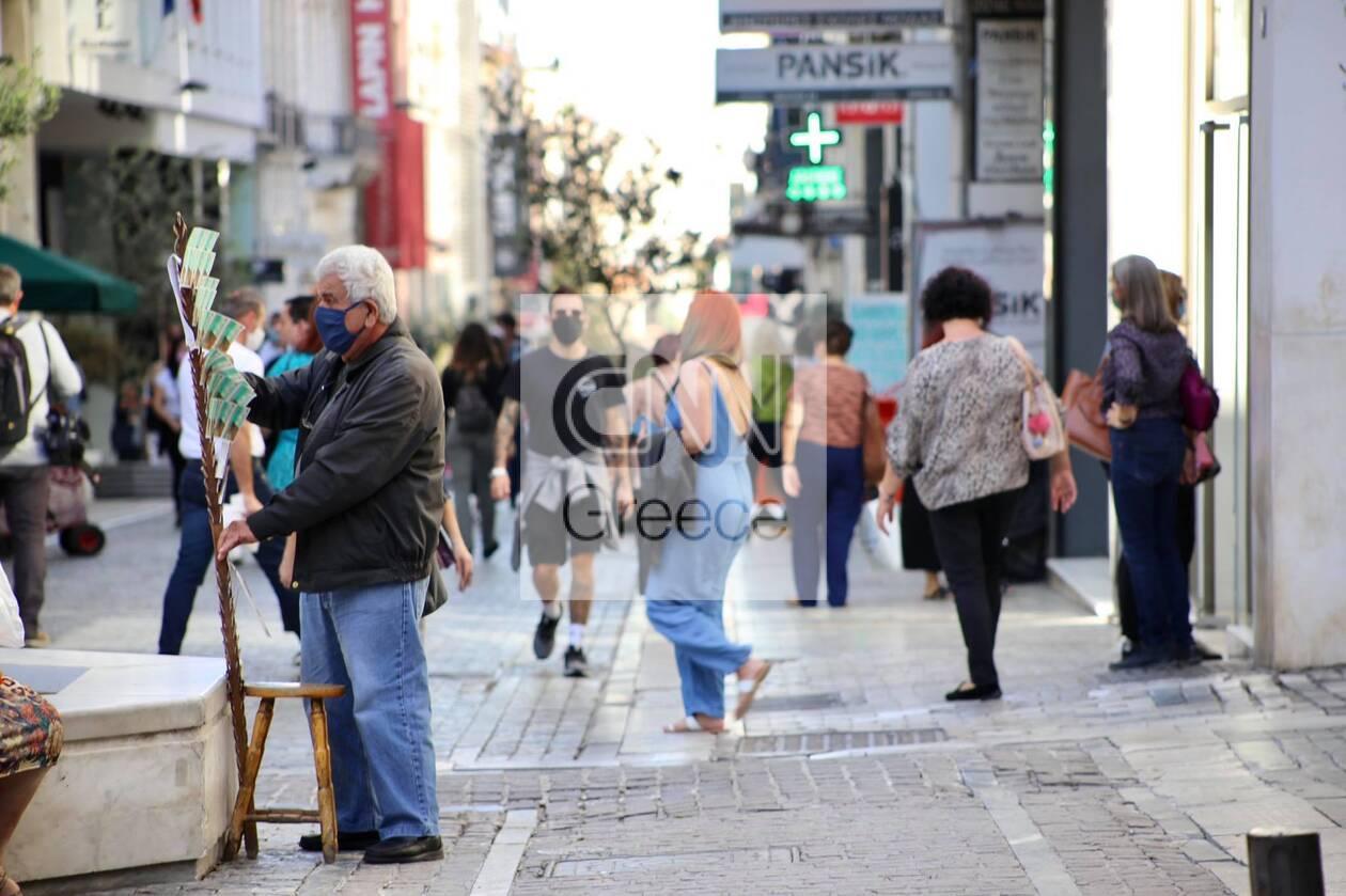 https://cdn.cnngreece.gr/media/news/2020/10/24/239758/photos/snapshot/kentro-athinas-maska-ypoxrewtiki-5.jpg