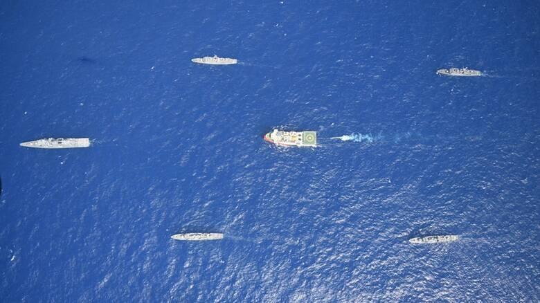 Oruc Reis: Έφτασε στα 13 μίλια από τη Ρόδο, «συνωστισμός» πολεμικών πλοίων