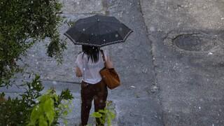 Καιρός: Βροχές και σκόνη την Κυριακή