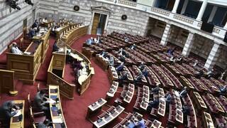 Βουλή - Πρόταση δυσπιστίας: Live η σύγκρουση των πολιτικών αρχηγών