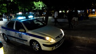Ερωτήματα από τη στάση Αστυνομικού για κατάστημα που παραβίασε τα μέτρα του κορωνοϊού