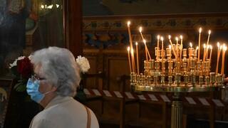 Κορωνοϊός: Ουρές έξω από τον Αγιο Δημήτριο στη Θεσσαλονίκη