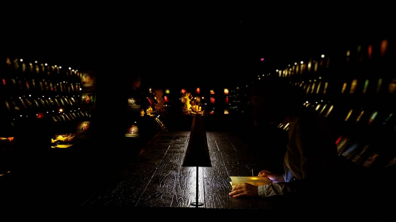 https://cdn.cnngreece.gr/media/news/2020/10/26/239995/photos/snapshot/http___cdn.cnn.com_cnnnext_dam_assets_201023012828-wuguan-books-dark-bookstore.jpg