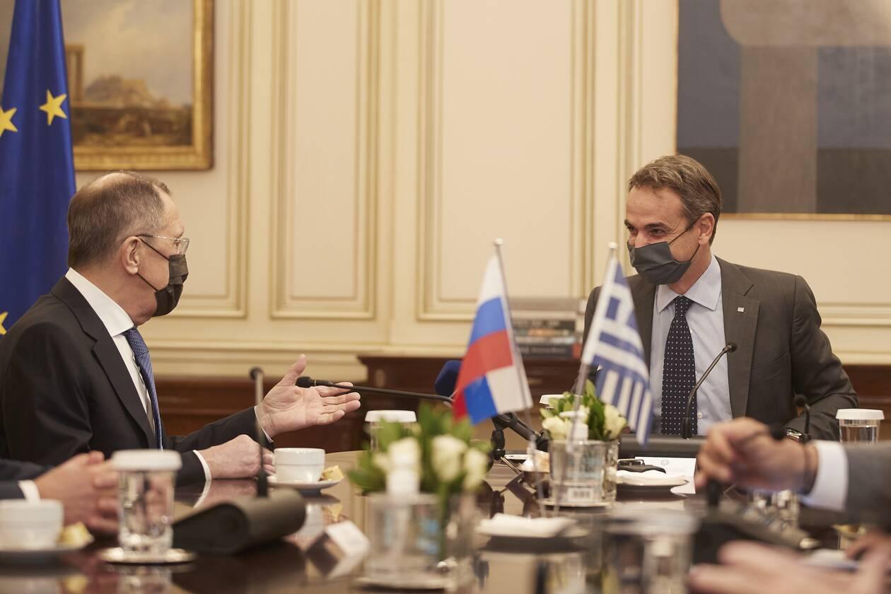 https://cdn.cnngreece.gr/media/news/2020/10/26/240065/photos/snapshot/mitsotakis-lavrov-2.jpg