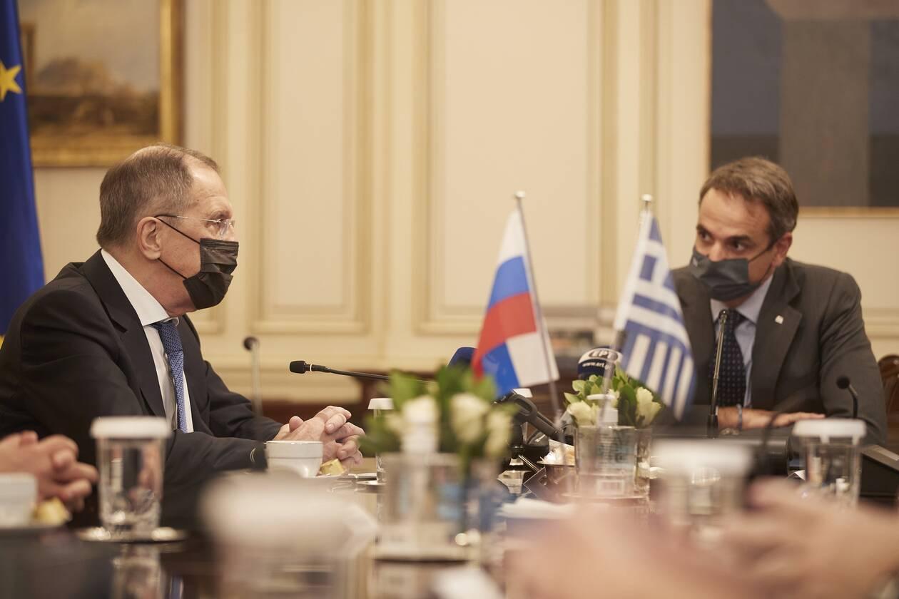 https://cdn.cnngreece.gr/media/news/2020/10/26/240065/photos/snapshot/mitsotakis-lavrov-6.jpg