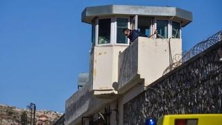 Μαχαίρια, σουβλιά και φαλτσέτες στις φυλακές Κορυδαλλού και Χανίων