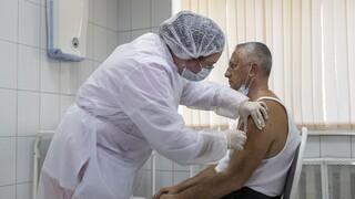 Κορωνοϊός - Ρωσία: Χωρίς σημαντικές παρενέργειες το εμβόλιο Sputnik-V