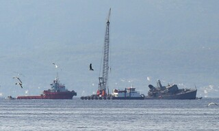 Σύγκρουση πλοίων Πειραιάς: Οι πρώτες εικόνες από το σημείο