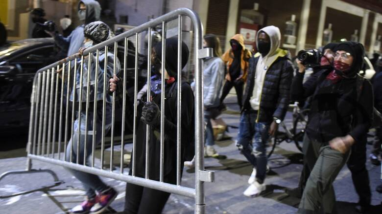 ΗΠΑ: Δεύτερη νύχτα ταραχών στη Φιλαδέλφεια μετά τον θανάσιμο πυροβολισμό μαύρου από αστυνομικούς