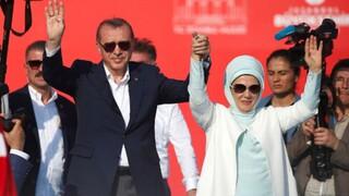 Σκάνδαλο στην Τουρκία με τα γαλλικά γούστα της Εμινέ Ερντογάν