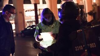 Κορωνοϊός: Πρόστιμο σε μπαρ στην Αθήνα - 438 παραβάσεις για μη χρήση μάσκας