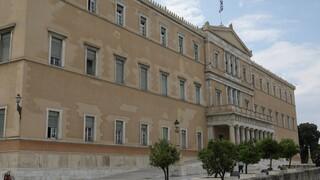 Με θερμομέτρηση η είσοδος Βουλή - Νέα μέτρα ενάντια στην εξάπλωση του κορωνοϊού