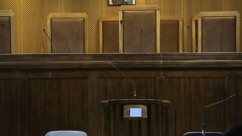 Η ώρα της δικαιοσύνης για τον ιερέα από τη Μάνη που κατηγορείται για ασέλγεια σε 12χρονη