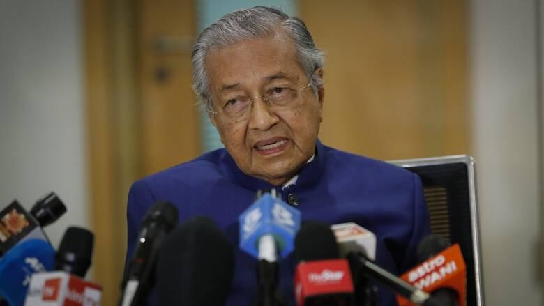 «Οι μουσουλμάνοι δικαιούνται να σκοτώσουν Γάλλους»: Δήλωση-σοκ του πρώην πρωθυπουργού της Μαλαισίας