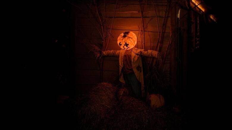 Οδηγός για το... Halloween: Πώς ξεκίνησε, έθιμα ανά τον κόσμο, κολοκύθα και τι ταινίες να δείτε