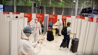 Κορωνοϊός: Υπό εξέταση ο περιορισμός των μη αναγκαίων ταξιδιών στην ΕΕ