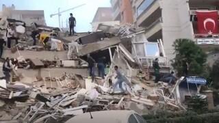 Νεκροί, καταρρεύσεις κτηρίων και εγκλωβισμένοι στη Σμύρνη μετά τον σεισμό στη Σάμο