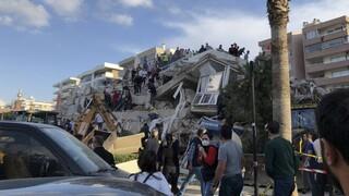 Σεισμός Τουρκία: H Σμύρνη μετράει τις πληγές της - 24 νεκροί και πάνω από 800 τραυματίες