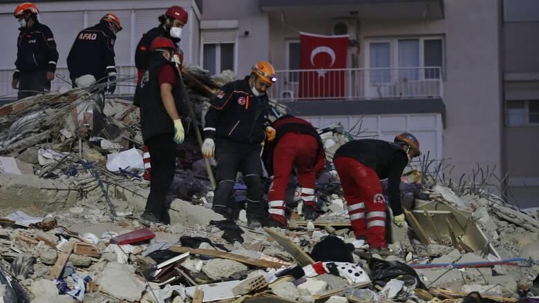 Σεισμός Τουρκία: Μάχη με το χρόνο για τους διασώστες - 25 νεκροί, πάνω από 800 τραυματίες