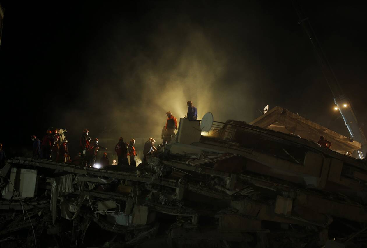 https://cdn.cnngreece.gr/media/news/2020/10/31/240752/photos/snapshot/toyrkia_seismos-1.jpg