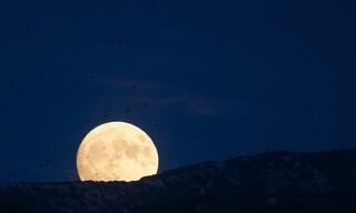 Το μπλε φεγγάρι «μάγεψε» τη Θεσσαλονίκη