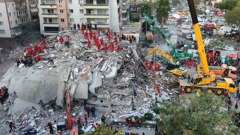 Σεισμός Σάμος: Στους 35 οι νεκροί στη Σμύρνη - Στη «μάχη» 5.000 διασώστες