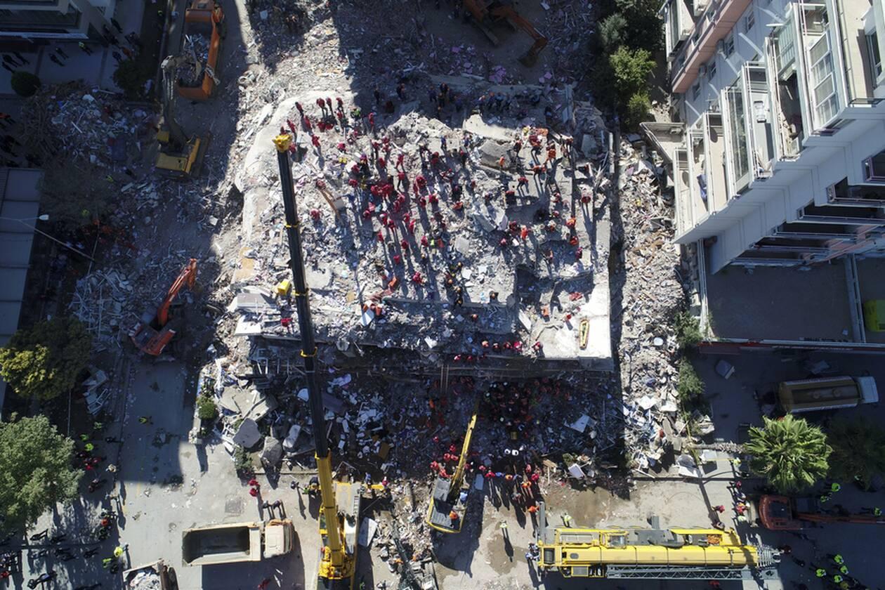 https://cdn.cnngreece.gr/media/news/2020/10/31/240797/photos/snapshot/seismos-smyrni-3.jpg