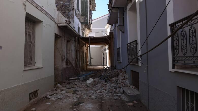 Σεισμός Σάμος: Πάνω από 200 αυτοψίες - Ζημιές σε περίπου 100 κτήρια στο Καρλόβασι