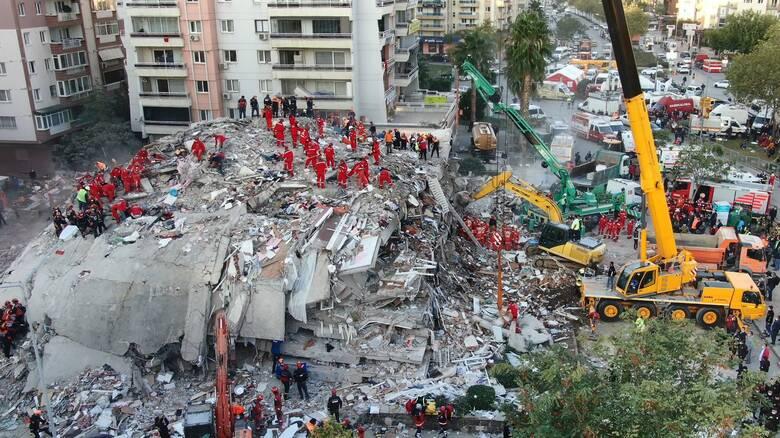 Σεισμός Τουρκία: Στους 51 ο τραγικός απολογισμός - Λιγοστεύουν οι ελπίδες για τους εγκλωβισμένους