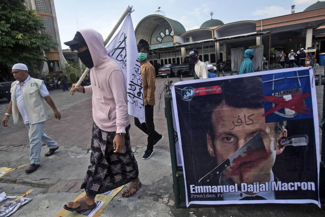 https://cdn.cnngreece.gr/media/news/2020/11/01/240861/photos/snapshot/mousoylmanoi_kata_erdogan-4.jpg