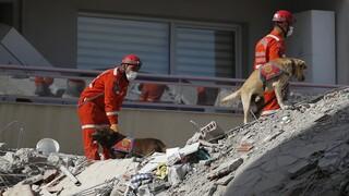 Σεισμός Τουρκία: 70χρονος ανασύρθηκε ζωντανός από τα ερείπια κτηρίου έπειτα από 33 ώρες