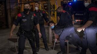 Κορωνοϊός - Ισπανία: Συλλήψεις και τραυματισμοί στις διαμαρτυρίες κατά των νέων μέτρων