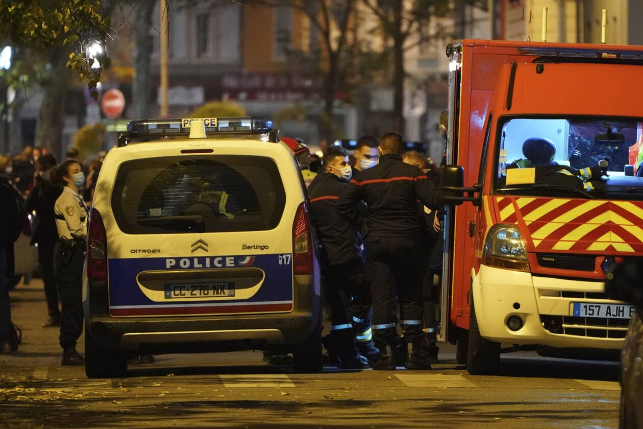 https://cdn.cnngreece.gr/media/news/2020/11/01/240908/photos/snapshot/Lyon-AP_20305630748848.jpg
