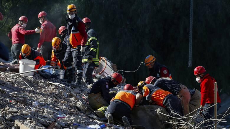 Σεισμός Σάμος: Ανεβαίνει ο τραγικός απολογισμός των νεκρών στην Τουρκία