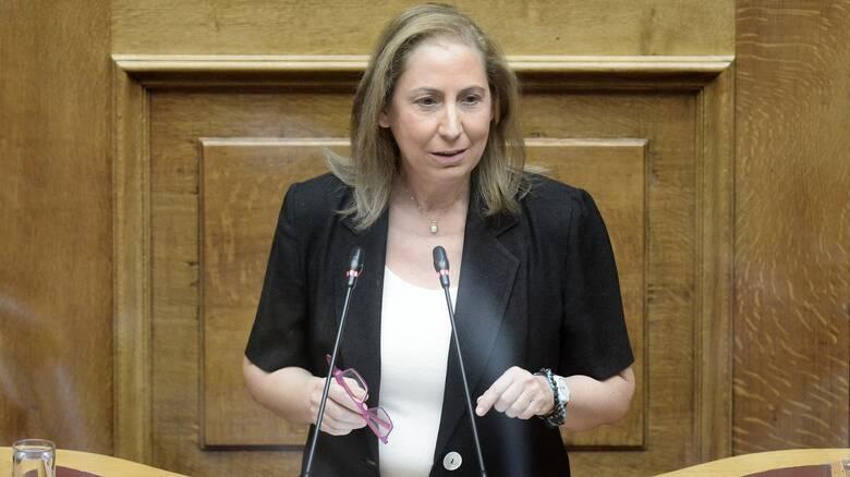 Ξενογιαννακοπούλου στο CNN Greece: Θεσμοθετούν τη 10ωρη εργασία 100 χρόνια μετά το 8ωρο