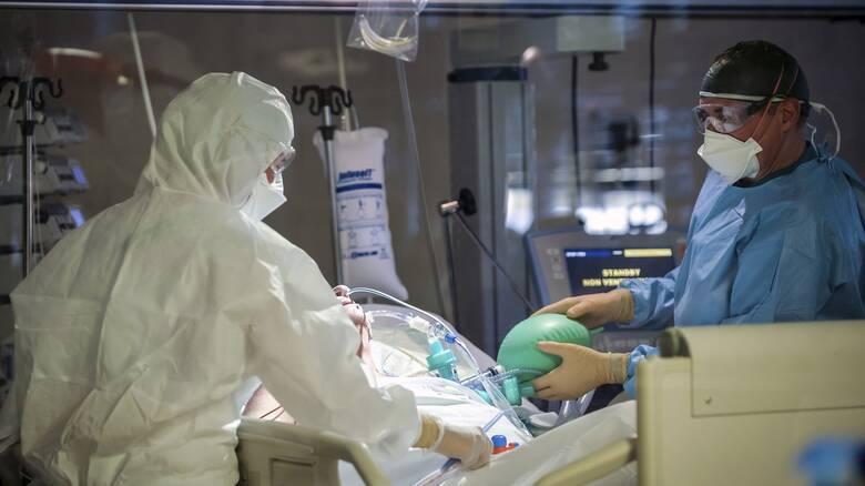 Κορωνοϊός - Ιταλία: Μη διαχειρίσιμη η κατάσταση στα νοσοκομεία, προειδοποιούν οι γιατροί