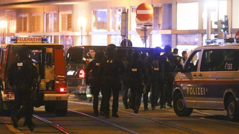 Νύχτα τρόμου στη Βιέννη - «Πολλοί νεκροί» μετά από συντονισμένες επιθέσεις – Κυνήγι για τους δράστες