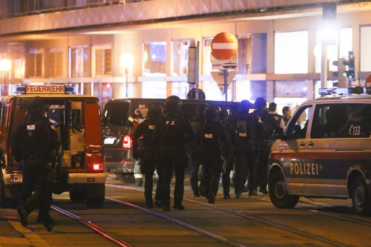 https://cdn.cnngreece.gr/media/news/2020/11/02/241078/photos/snapshot/Vienna-AP_20307755313634.jpg