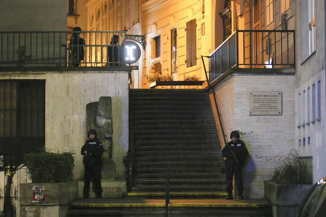 https://cdn.cnngreece.gr/media/news/2020/11/03/241087/photos/snapshot/austria_epithesi_synagogi-4.jpg