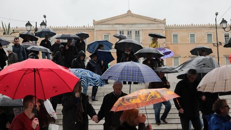 Καιρός: Βροχές και επιπλέον πτώση της θερμοκρασίας την Τετάρτη