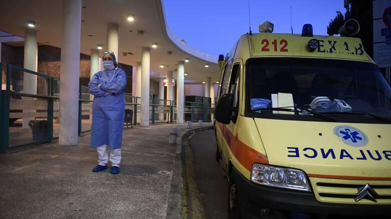 Κορωνοϊός: Στο «στόχαστρο» του ιού οι άνω των 65 ετών - Είναι η ομάδα που καταλήγει στο νοσοκομείο