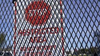 Εκλογές ΗΠΑ: Φράχτης στήθηκε γύρω από τον Λευκό Οίκο υπό το φόβο επεισοδίων