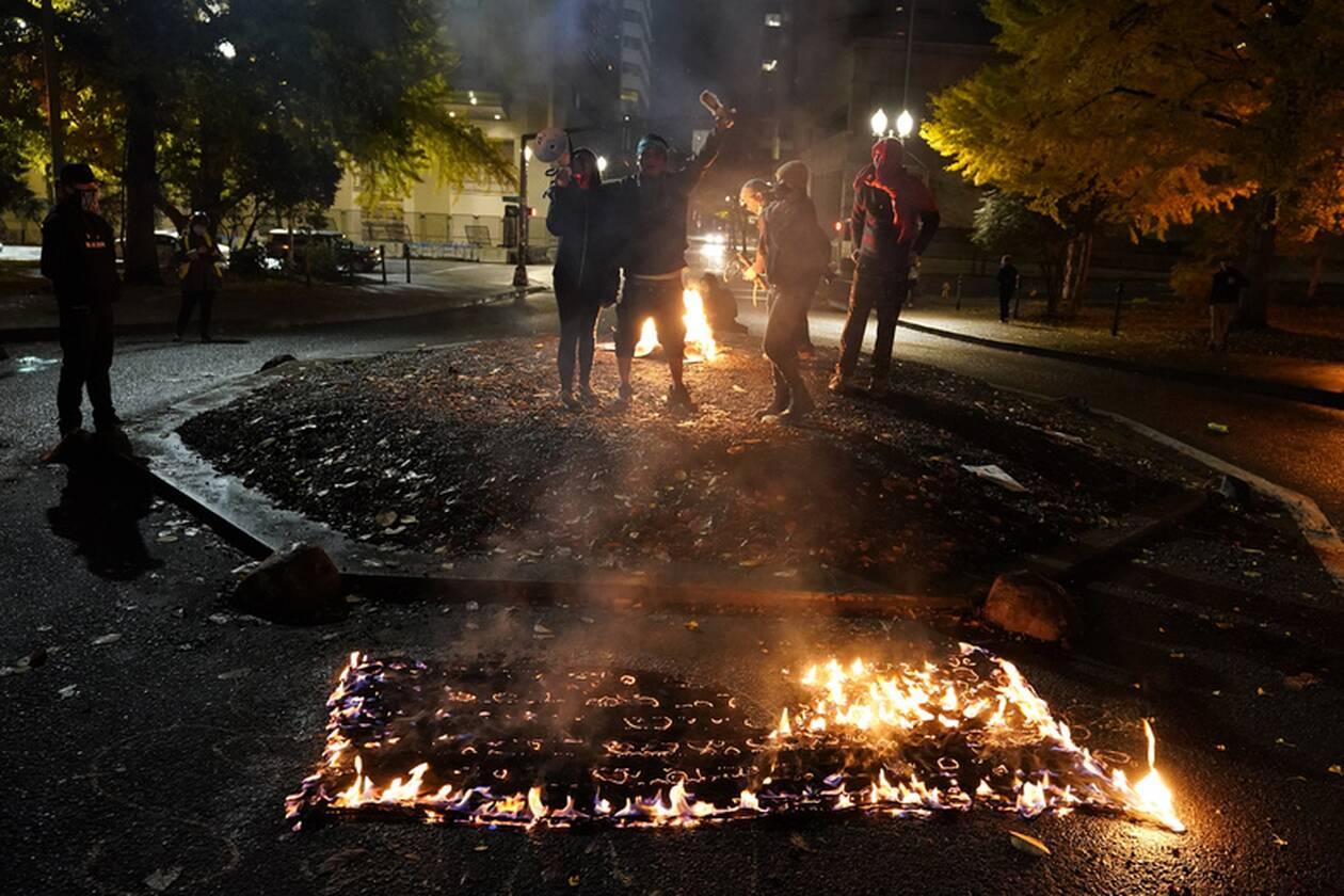https://cdn.cnngreece.gr/media/news/2020/11/04/241348/photos/snapshot/portland-simaies-3.jpg