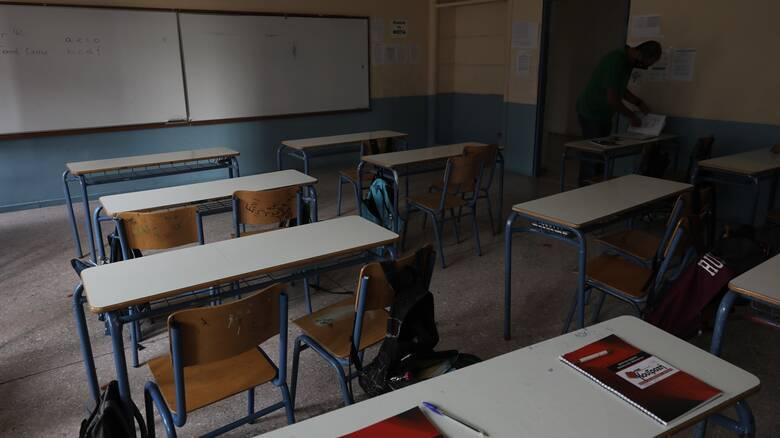 Κορωνοϊός – Κλειστά σχολεία: Τι θα γίνει με δημοτικά, γυμνάσια και λύκεια