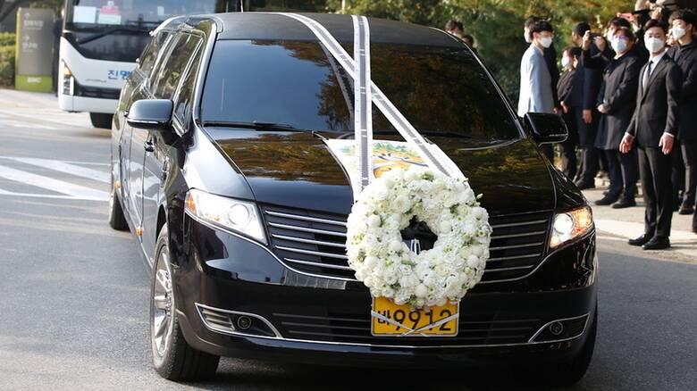 Κορωνοϊός: Τεστ στους 1.000 παρόντες στην κηδεία του προέδρου της Samsung