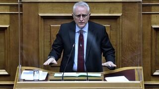 Ραγκούσης για ακύρωση συζήτησης ερώτησης Τσίπρα: Ο κ. Μητσοτάκης το βάζει στα πόδια